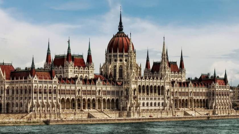 The-Hungarian-Parliament-Building-In-Budapest